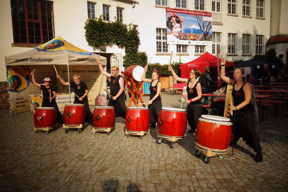 Die japanische Trommlergruppe Hikari Daiko e.V. eröffnete unser Reisefestival mit einer dynamischen Performance.