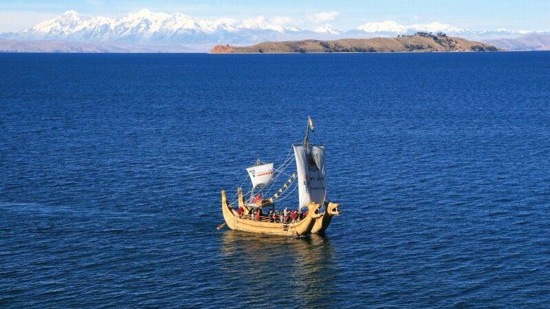 Schilfboot auf dem Titicacasee © Diamir