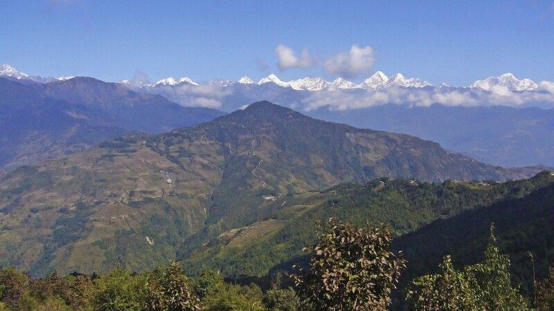 Helambu mit Langtang Himal im Hintergrund © Diamir