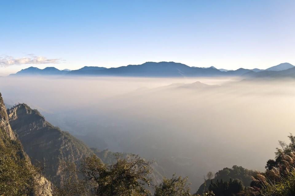 Panoramablick auf die Alishan Berge