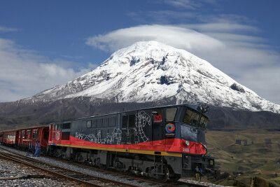 Mit dem Zug geht es vorbei am mächtigen Chimborazo