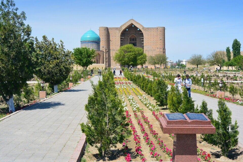 Südkasachstan - Moschee von Turkistan (Fernansicht)