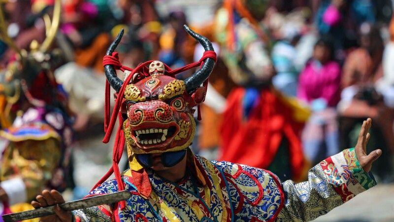 Maskentanz beim Klosterfestival © Diamir