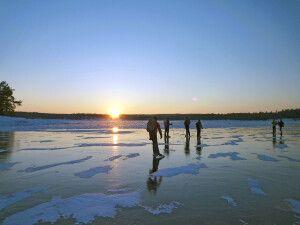 Eislaufen auf gefrorenen Flüssen, Seen, Meeresarmen