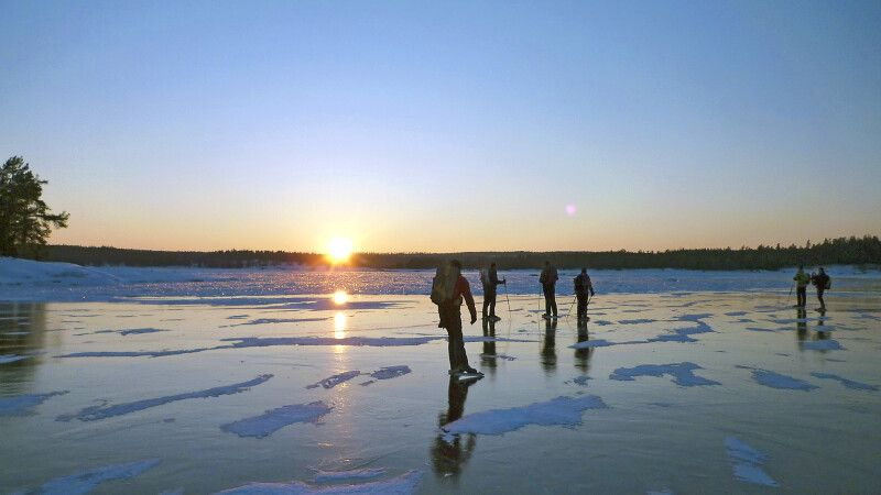 Eislaufen auf gefrorenen Flüssen, Seen, Meeresarmen © Diamir