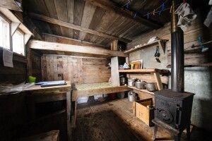 Schlicht gemütlich: Blick in die Trapperhütte Texas Bar