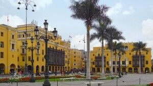 Koloniale Gebäude am Plaza Mayor in Lima