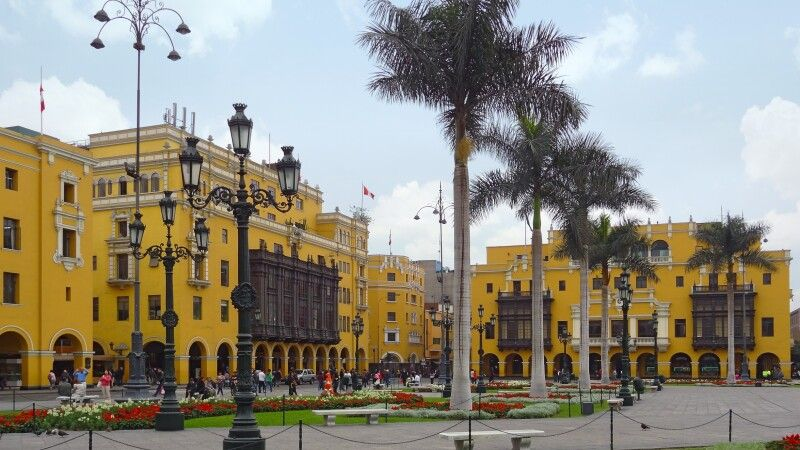 Koloniale Gebäude am Plaza Mayor in Lima © Diamir
