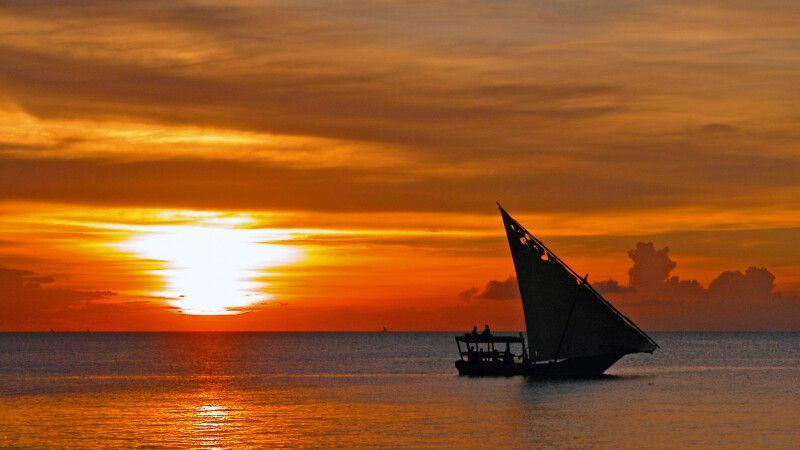 Sonnenuntergang an Sansibars Küste © Diamir
