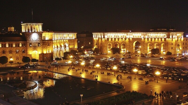 Platz der Republik © Diamir