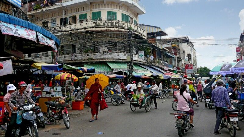 Straßenszene im Herzen Phnom Penhs © Diamir