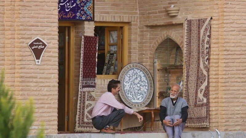 Gespräch am Laden © Diamir