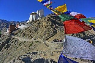 Leh, Tsenmo-Hügel mit Gongkhang und Lhankhang