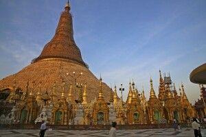 An der Shwedagon-Pagode in Yangon