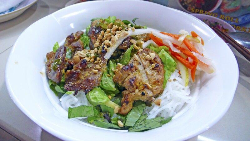 Bun Thit – Reisnudeln mit gegrilltem Fleisch © Diamir
