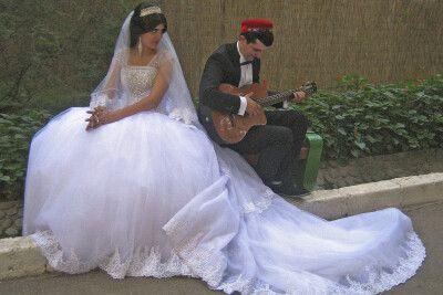 Brautpaar Duschanbe – Begegnung an der Staße