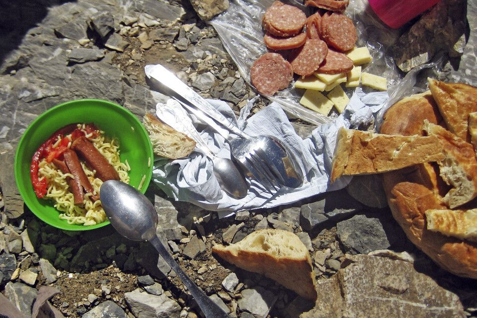 Mittagsrast am Gipfelbiwak