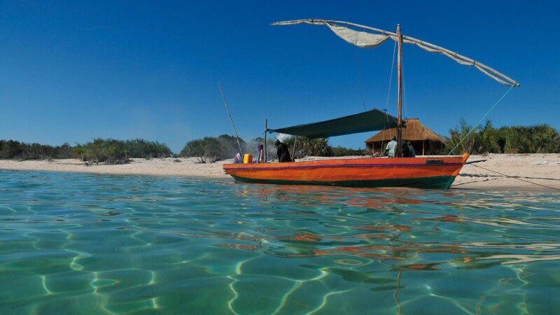 Dhau vor der Küste Mosambiks © Diamir