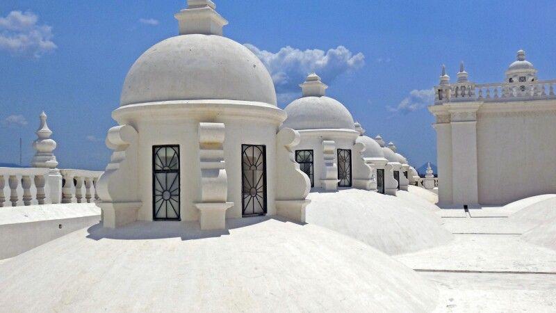 Auf dem Dach der berühmten Kathedrale von Leon © Diamir