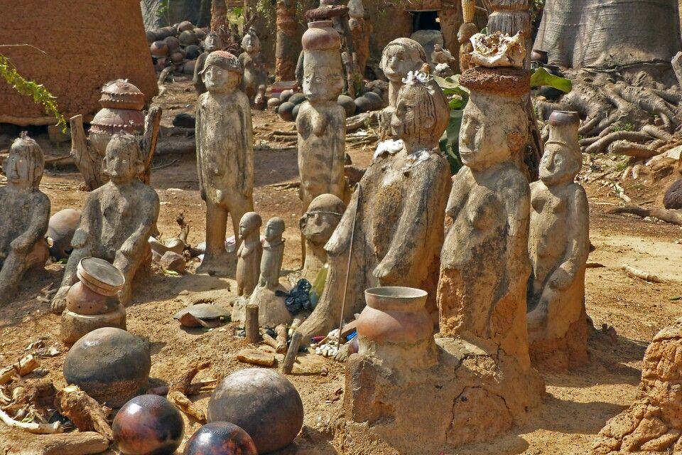 Burkina Faso, Feticheur in Kouekouera