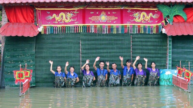 Das Team vom Wasserpuppentheater © Diamir