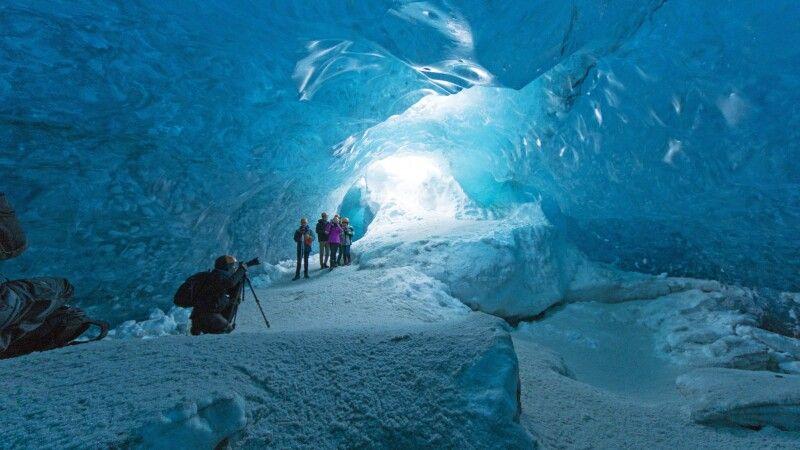 Einblick in eine Eishöhle © Diamir