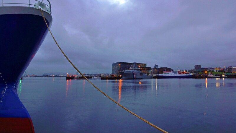Winterlicher Hafen in Reykjavík © Diamir