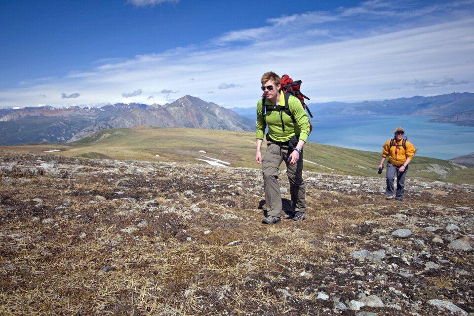 Wanderer am Outpost Plateau am Kluane NP