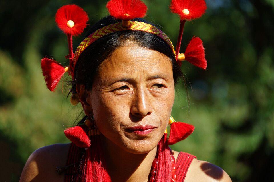 eine Sumi Stammesfrau im Nagaland auf dem Hornbill Festival