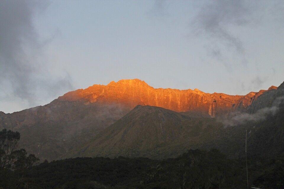 Die Sonne geht auf am Mount Meru