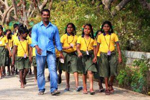 Schulklasse in Mahabalipuram (UNESCO)
