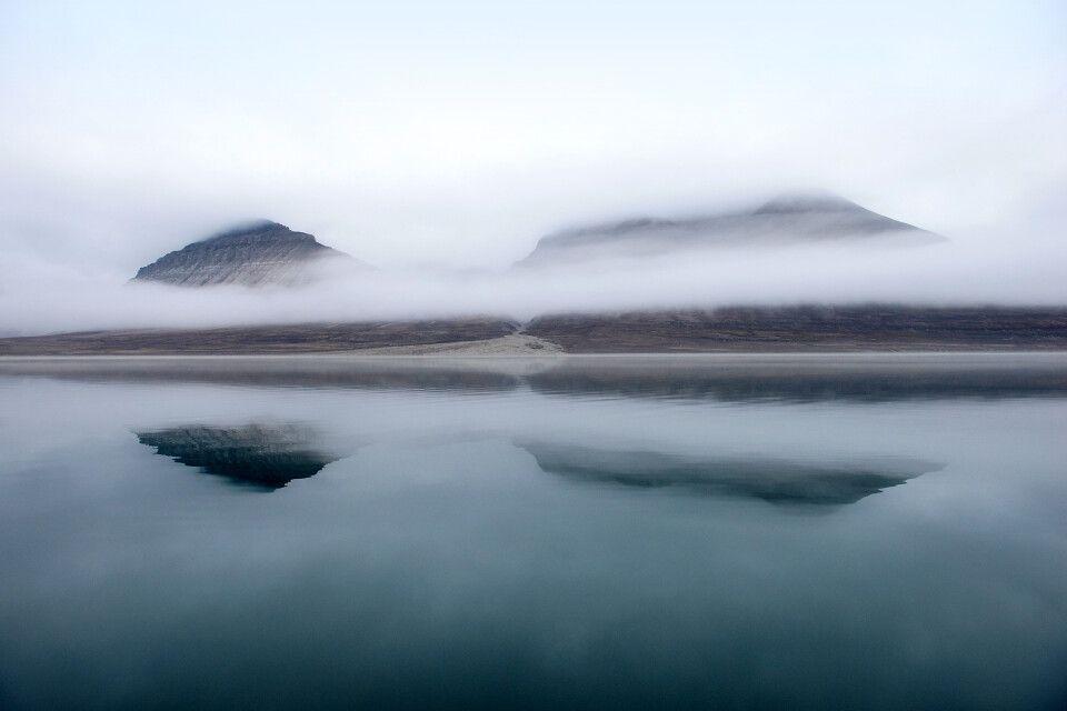 Spiegelungen im Dicksonfjord