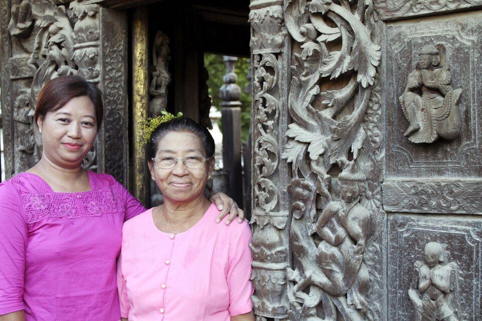 Begegnung am uralten Shwenandaw-Kloster