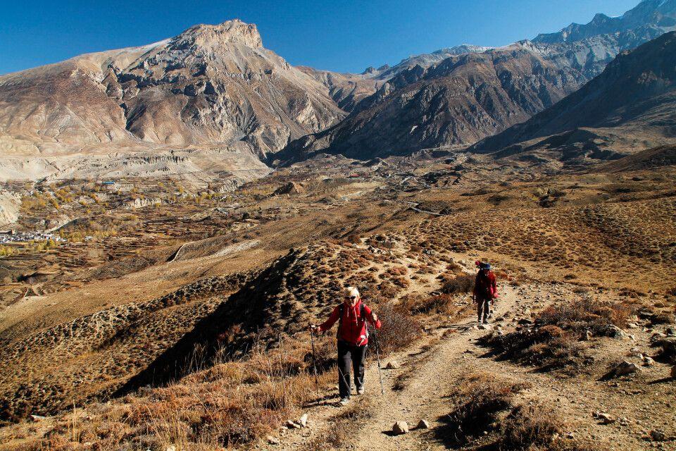 Das terrakottafarbene, wüstenartige Mustang-Tal bei Muktinath