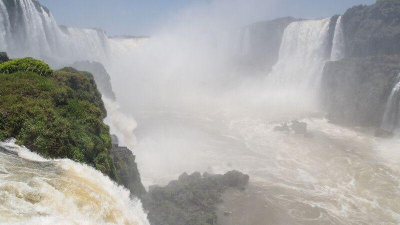 Teufelsschlucht, Iguazu-Wasserfälle, Brasilien © Diamir