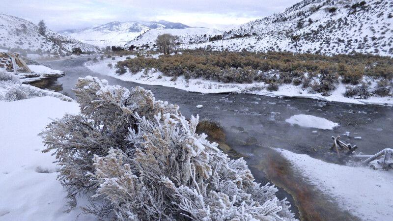 Flusslandschaft im Winter im Yellowstone-Nationalpark © Diamir