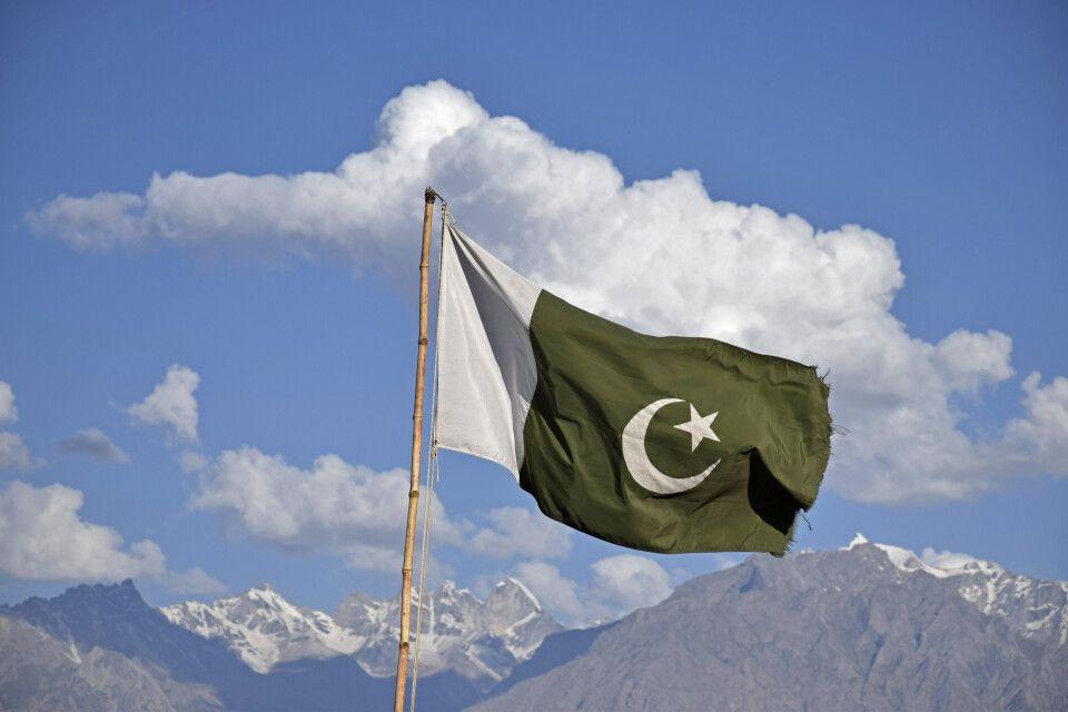 Stolz weht die pakistanische Flagge über dem Karakorum.