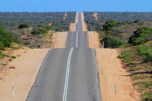Straße im Herzen des australischen Kontinents