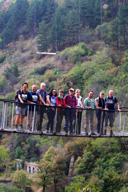 Hängebrücke in der Höhlenstadt Khndzoresk