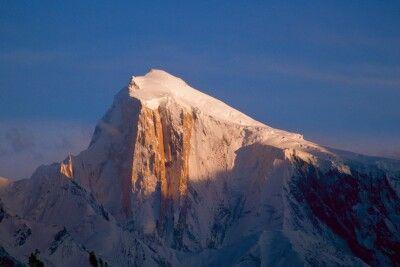 Der formschöne Gipfel des Spantik in der Abendsonne.