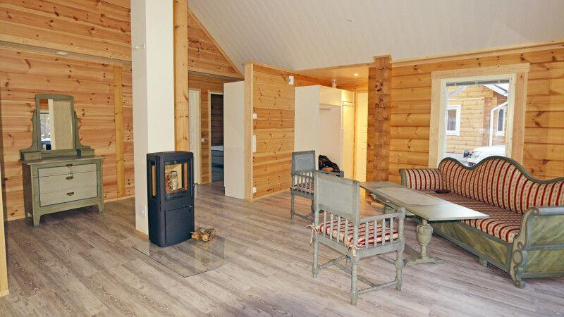 Gemütliches Wohnzimmer in der Blockhütte (Beispiel) © Diamir