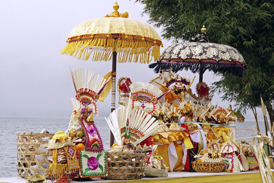 Votivgaben zur Tempelzeremonie