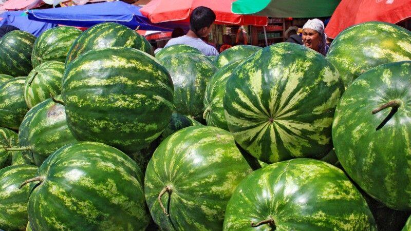 Melonen auf Basar in Osch © Diamir