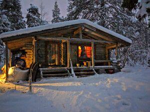Urige finnische Wanderhütte