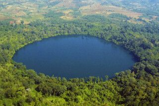 See Yeak Loam - ein 4000 Jahre alter vulkanischer Krater in der Nähe von Banlung