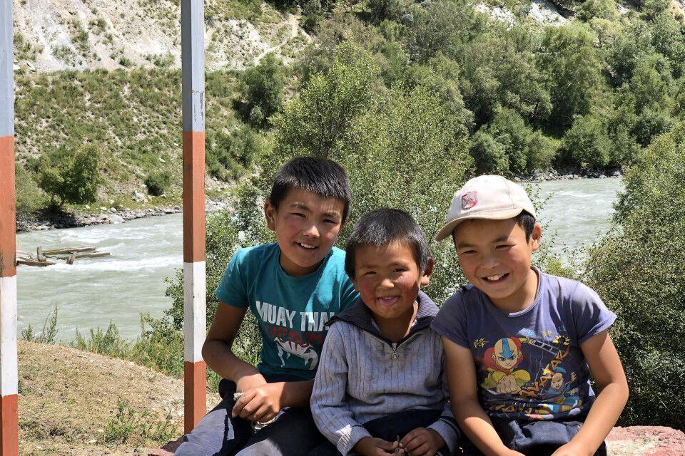 Jungs in Naryn