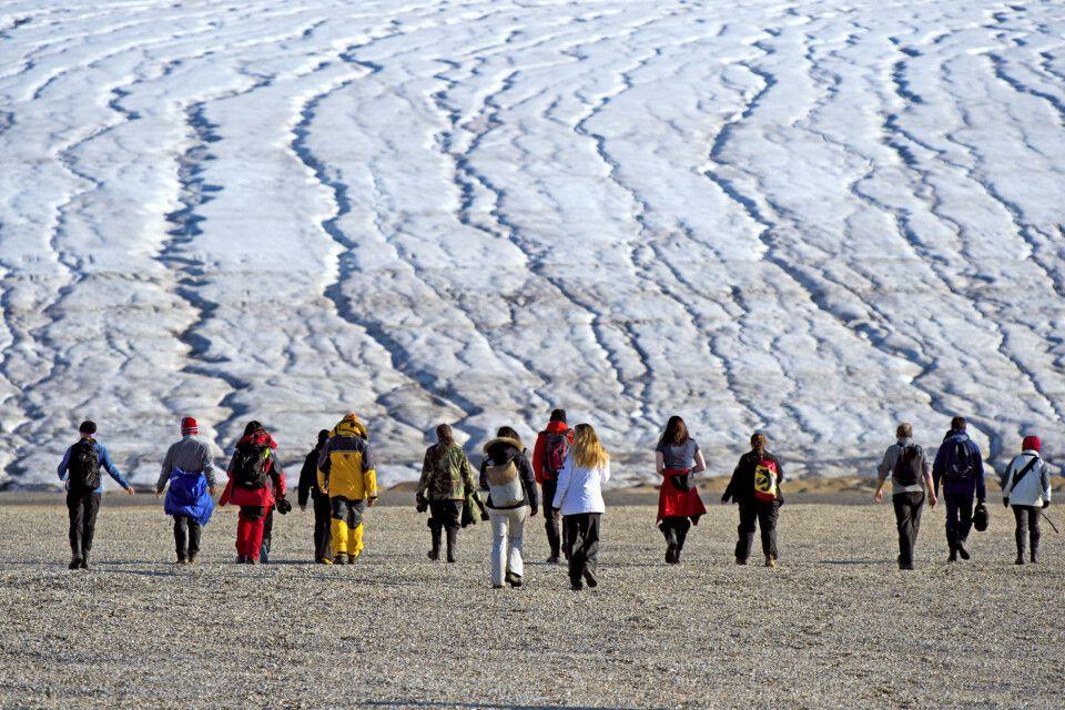 Wanderung am Gletscher im Norden Spitzbergens
