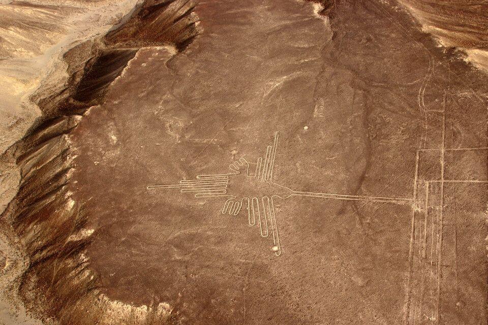 Der Kolibri: Ein riesiges Scharrbild der berühmten Nazca-Linien