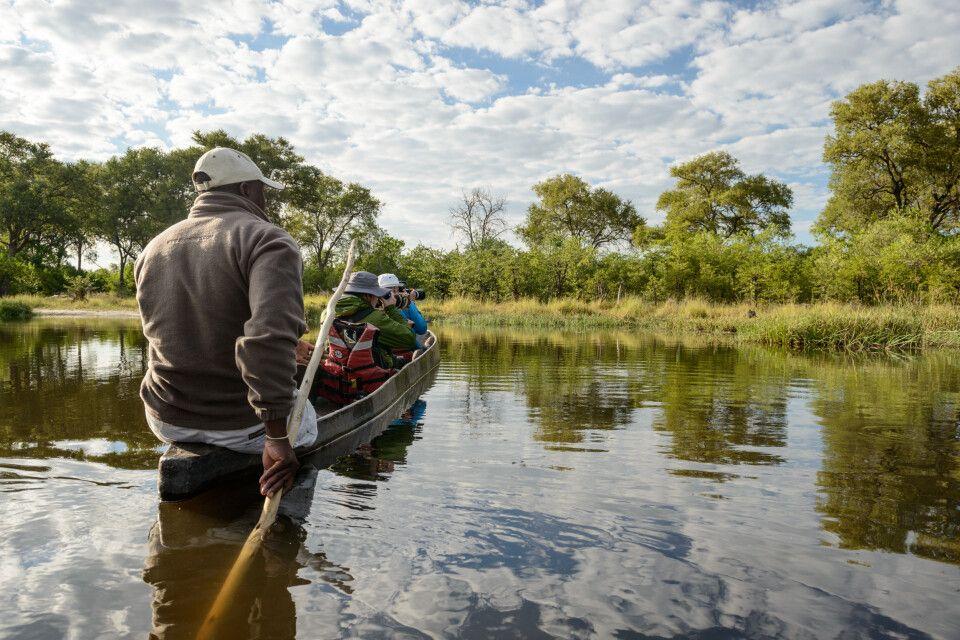 Das Moroko ist der traditionelle Einbaum des Okavangodeltas. Damit unterwegs zu sein, bietet ganz neue Perspektiven - und ein Eintauchen in die Geräuschkulisse der Natur.