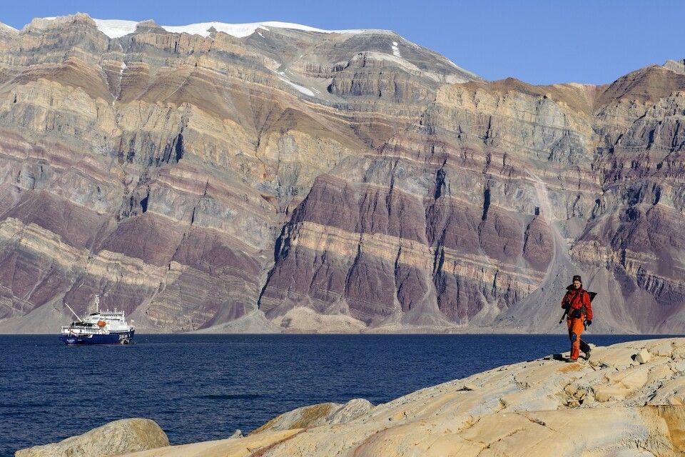 Farbenprächtiges Gestein im Kaiser-Franz-Joseph-Fjord